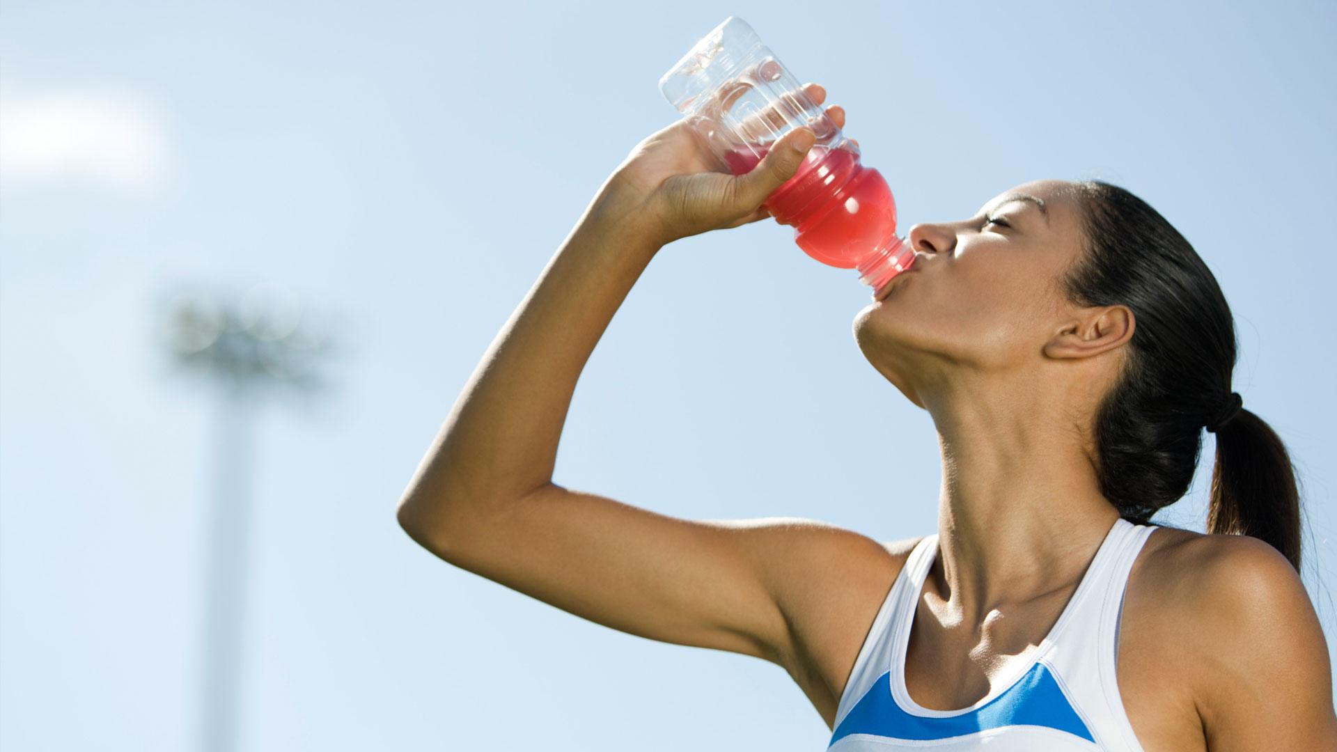 Woman-drinking-sports-drink